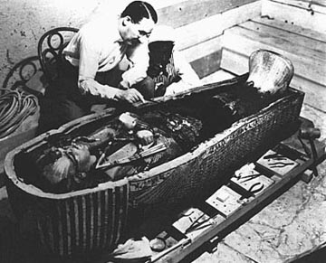 Harold Carter with Tuts Sarcophagus
