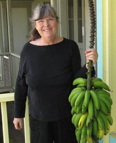 Robin Fehey Cameron with Bananas outside the Banana Gallery